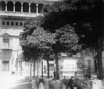 Plaza de la Libertad -1920- actualmente llena de coches