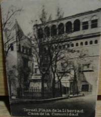 Plaza de la Libertad, entorno a 1920. En la fotografía se distingue el monumento a los Héroes de la Libertad. Destruido al acabar la Guerra de España.